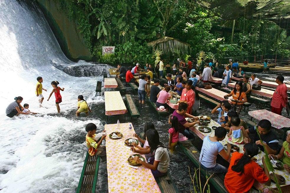 رستوران آبشار
