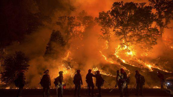 وحشتناکترین آتشسوزی کالیفرنیا ، یک جهنم واقعی را به تصویر کشیده است