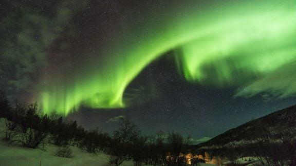 بهترین نقاط دنیا برای دیدن شفقهای قطبی کجاست و در چه زمانی رخ میدهد؟