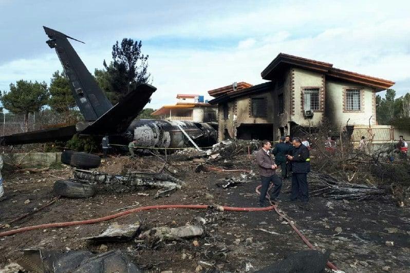 سقوط یک هواپیما در شهرک مسکونی کرج