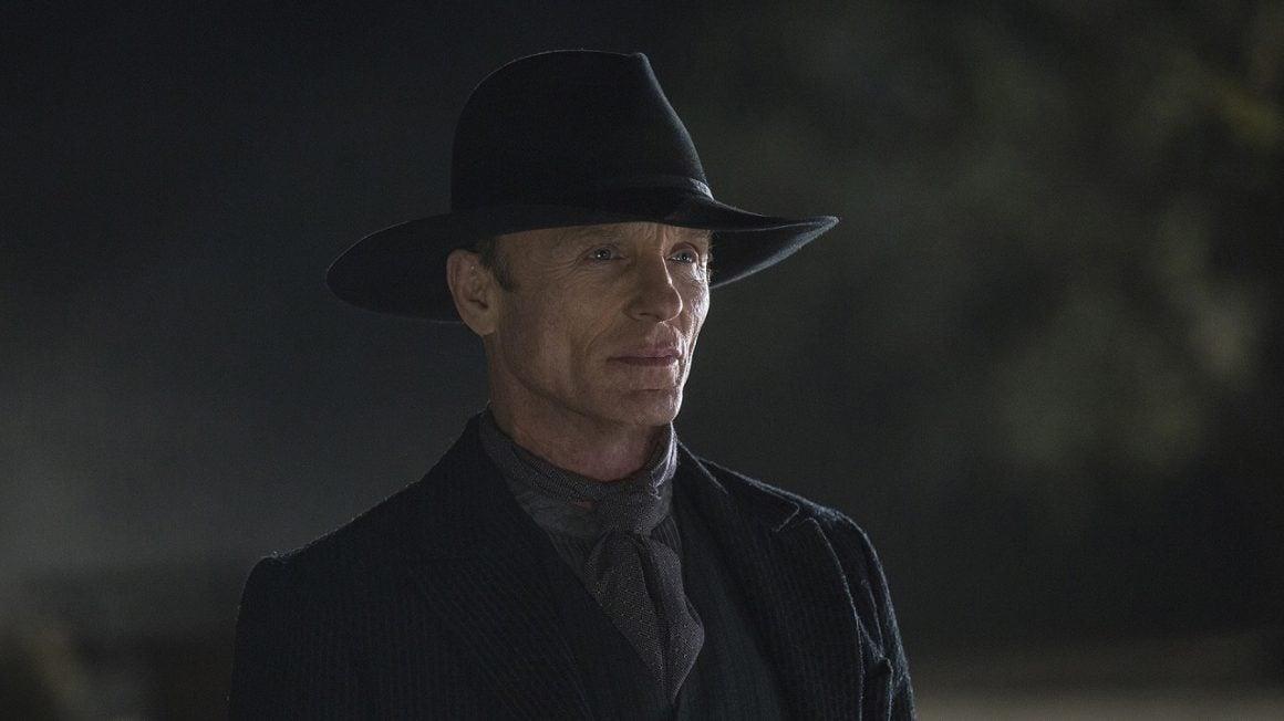 سریال وست ورلد - اد هریس در نقش مرد سیاهپوش