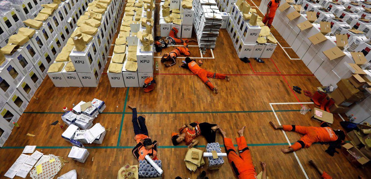 انتخابات اندونزی و مرگ بیش از 300 نفر در این راه