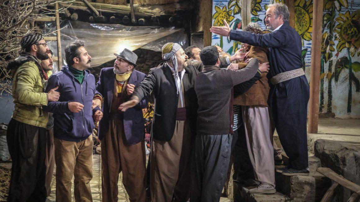 در سریال نون خ خانزاده که به طور عجیبی روی خوش قولی و درست بودن حرفهایش حساس است با تمام توان برای اثبات خئش قولی اش تمام توان خود را به کار می برد.