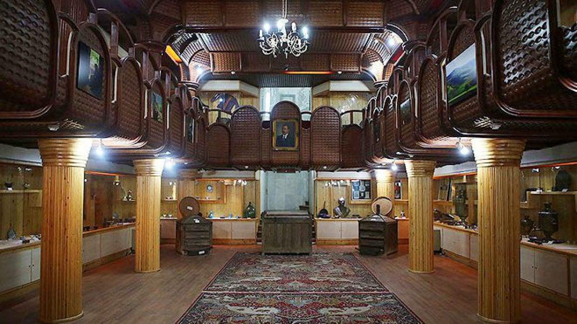 موزه تاریخی چای در ایران در شهر لاهیجان قرار دارد.