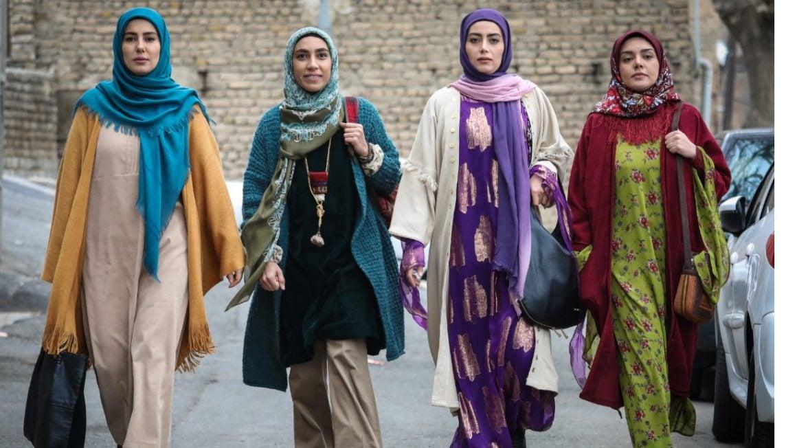 نورالدین خانزاده نقش اصلی سریال نون خ 4 دختر دارد که درتمام مدت سریال حامی پدر و همراه او هستند.