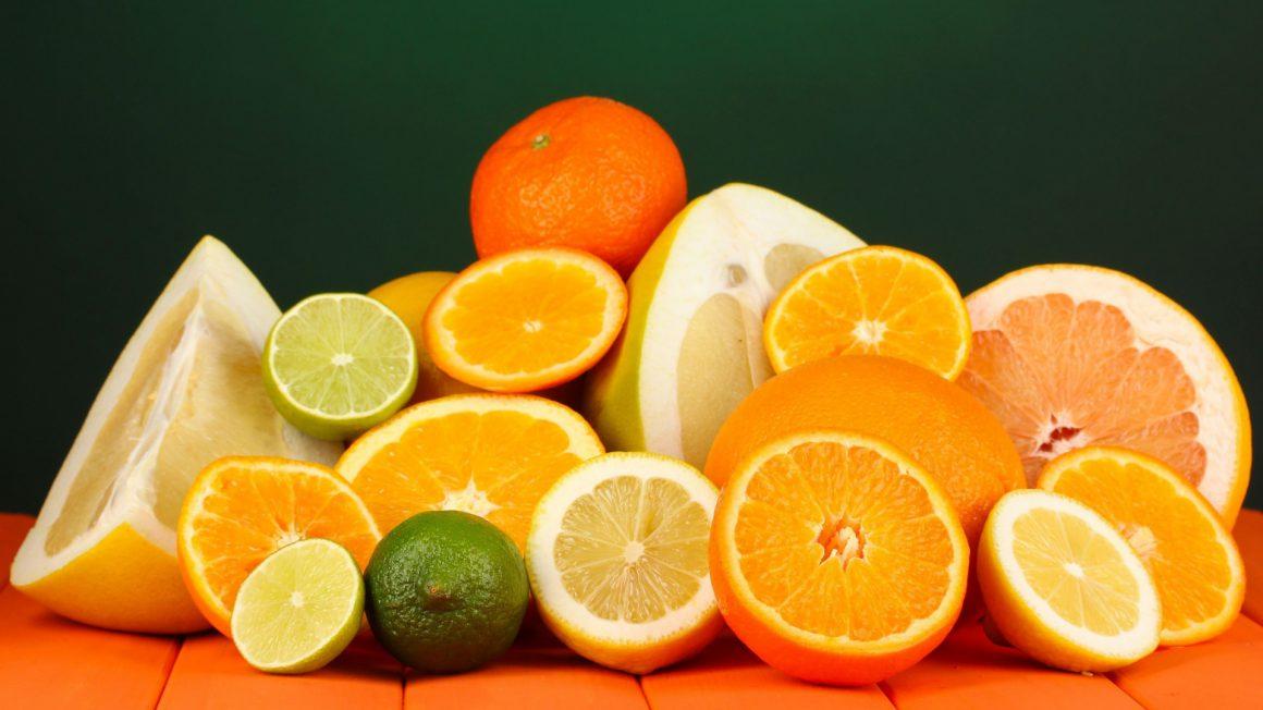 استفاده از میوهها در ماه رمضان، سبزیجات و حتی شیر و عسل در وعده سحری نیز نباید فراموش شود.