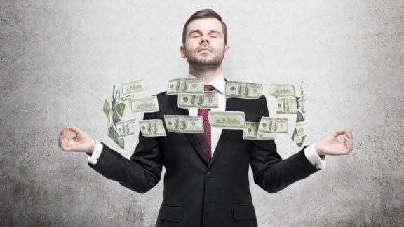 شغل دولتی بهتر است یا شغل آزاد؟ مزایا و معایب هرکدام چیست