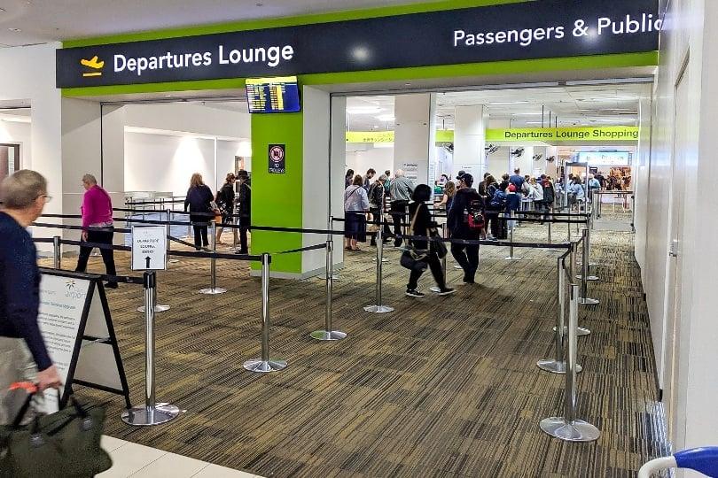 گیت امنیتی ورود به فرودگاه کنز