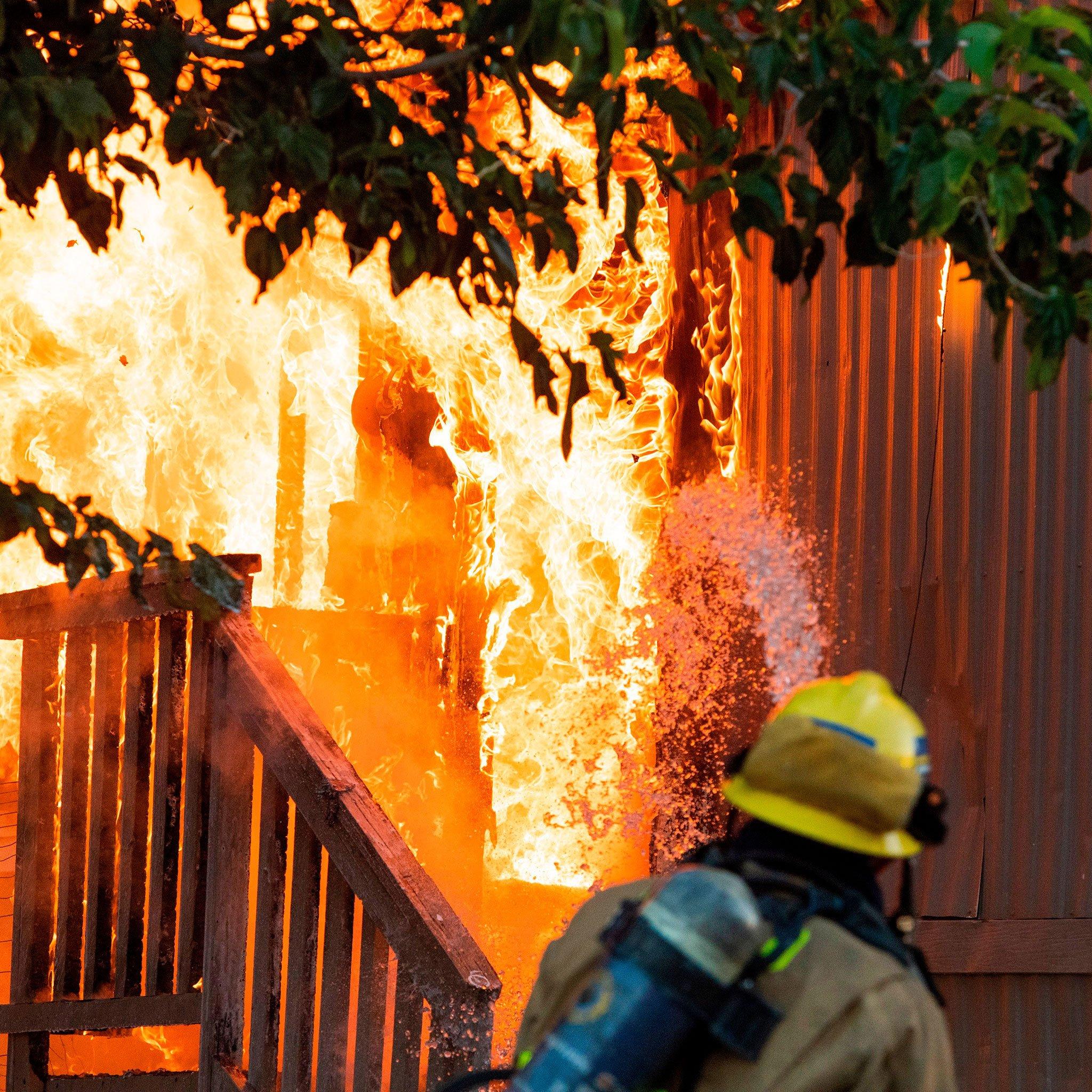 اسرار دو زلزله بزرگ کالیفرنیا-آتشسوزی در منطقه