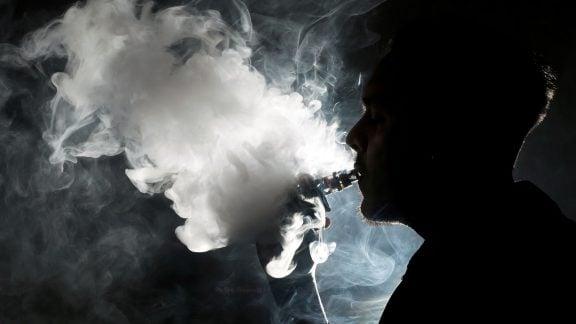 ویپ و بیماریهای ریه: دهها تن از مردم در چندین ایالت مبتلا هستند و هیچ کس نمیداند چرا