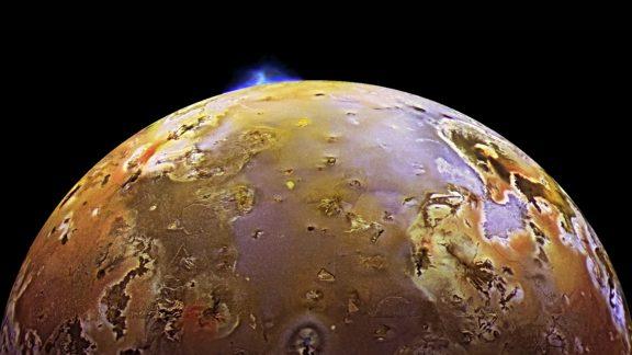 قدرتمندترین آتشفشان قمر آیو سیاره مشتری در حال انفجار است