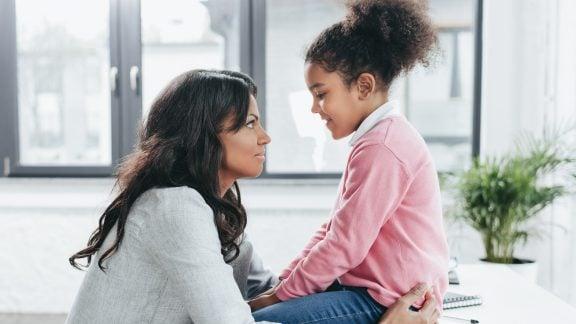 مهارت مکالمه با کودکان: آموزش خوب صحبت کردن و خوب گوش دادن
