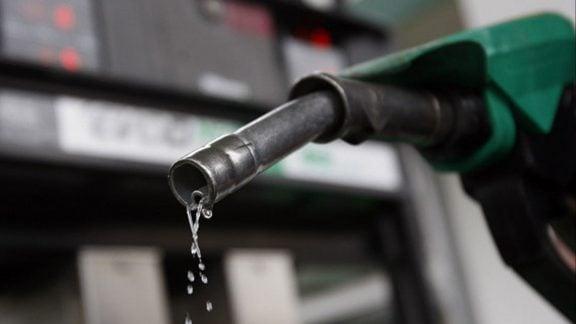 سهمیه بندی و افزایش قیمت بنزین تا سه برابر چه تاثیری بر زندگی مردم دارد؟
