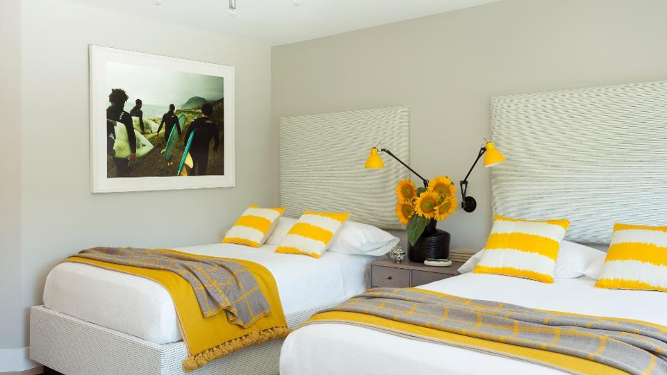 اتاق خواب شاد مهمان در همپتون شرقی