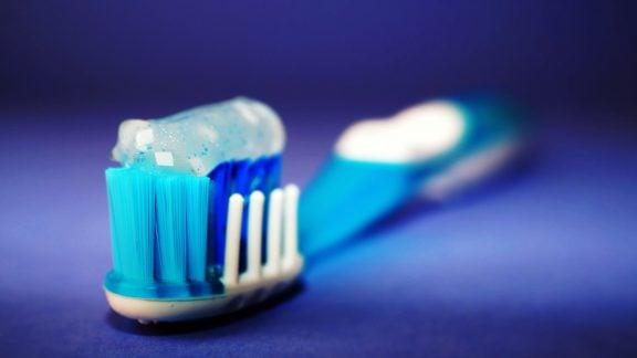 اگر دست از مسواک زدن بردارید چه اتفاقی برای دندانهایتان خواهد افتاد؟