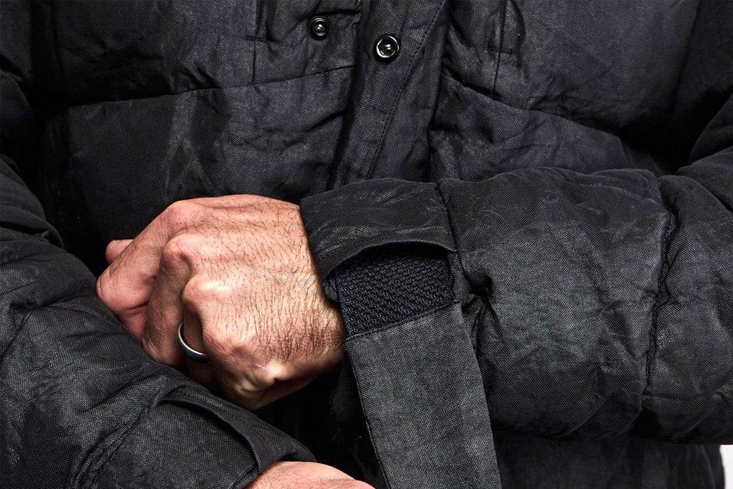 نوارهای کمربندی مچ دست به حالت درجه نظامی