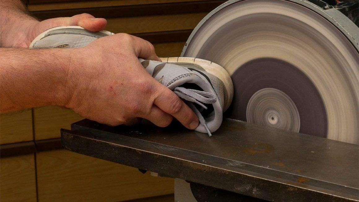 نجاری زیرکانه خانگی - کفش ورزشی و تمیز کردن صفحه سنباده