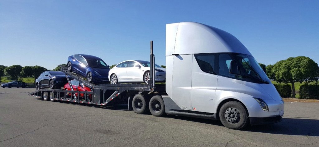 5 دستاورد تسلا در سال 2020 کامیون الکتریکی Tesla Semi